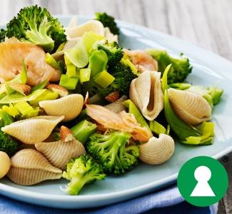Pasta med broccoli og laks